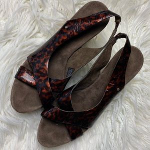 Ugg Hazel ll sz 10 wedge sandal slip on peep toe
